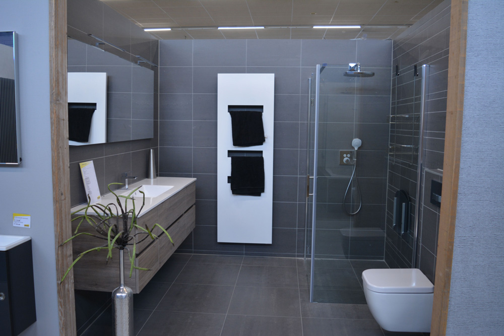 Mega Tegels & Badkamers presenteert de nieuwe badkamers - Hof Van ...